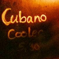 Das Foto wurde bei Cubano Bar y Restaurante von Julian W. am 1/10/2014 aufgenommen