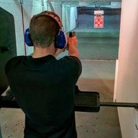 Foto tomada en The Gun Range por Julian W. el 8/17/2015