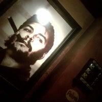 Das Foto wurde bei Cubano Bar y Restaurante von Julian W. am 8/6/2013 aufgenommen