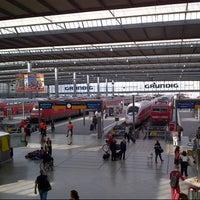 Photo taken at München Hauptbahnhof by Julian W. on 8/23/2013