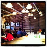 รูปภาพถ่ายที่ La Xina & Luzia โดย Summer T. เมื่อ 11/2/2012