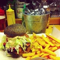 Foto scattata a Al Mercato Ristorante & Burger Bar da Jonathan M. il 5/6/2013