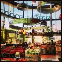 รูปภาพถ่ายที่ Whole Foods Market โดย Meagan B. เมื่อ 5/29/2013