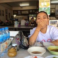 Photo taken at ข้าวแกงปักษ์ใต้ พี่เล็กพัทลุง by Vud พ. on 12/15/2014