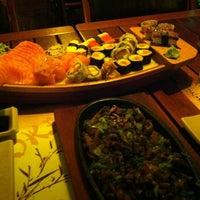Foto tirada no(a) Restaurante Sushi Tokai por Hermes J. em 12/16/2012