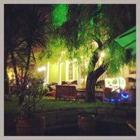 5/11/2013 tarihinde Dmitry Z.ziyaretçi tarafından Mimarlar Odası Bahçe Cafe & Restaurant'de çekilen fotoğraf