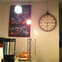 3/10/2013 tarihinde Hande O.ziyaretçi tarafından Croissanteria'de çekilen fotoğraf