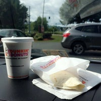 Photo taken at Dunkin' Donuts by L on 8/25/2017