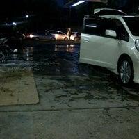 Photo taken at SCW - Sulanjana Car Wash by Rizkiyani S. on 9/26/2012