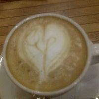12/2/2012 tarihinde Onur D.ziyaretçi tarafından Balkon Cafe TeraSs'de çekilen fotoğraf