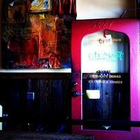 Foto tomada en Bittersweet Chocolate Cafe por Darren Q. el 6/20/2011