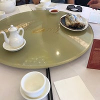 Photo taken at Gold Leaf Chinese Restaurant by Joe W. on 2/4/2017