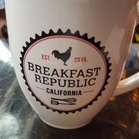 รูปภาพถ่ายที่ Breakfast Republic โดย Sonya E. เมื่อ 4/2/2018
