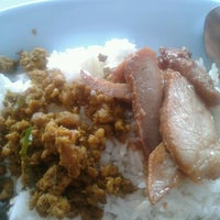 Photo taken at ครัวพักอิ่ม by Zzz BoY zzZ on 11/11/2012