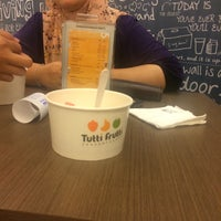 Photo taken at Tutti Frutti by Syelly H. on 11/18/2015