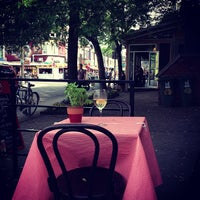 Photo taken at Le Kensington Bistro & Rotisserie by Lanora M. on 5/31/2013