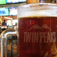 Photo taken at Twin Peaks Restaurant by Huidoz on 3/19/2016