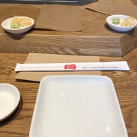 Foto diambil di KazuNori: The Original Hand Roll Bar oleh Janet J. pada 6/22/2018