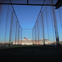 Photo taken at The Golf Club at Chelsea Piers by Shige on 2/18/2013