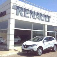 Photo taken at Renault/Kaptanoğlu Otomotiv by 💏👪💓Suat  Minel Ö. on 4/19/2016