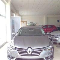 Photo taken at Renault/Kaptanoğlu Otomotiv by 💏👪💓Suat  Minel Ö. on 4/20/2016