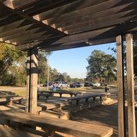 รูปภาพถ่ายที่ Memorial Park Stretching Area โดย iDork g. เมื่อ 12/1/2017