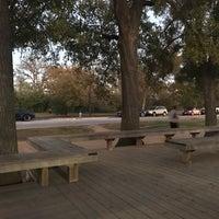 รูปภาพถ่ายที่ Memorial Park Stretching Area โดย iDork g. เมื่อ 11/30/2017