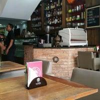 Das Foto wurde bei Café Kairós von Maxine G. am 1/5/2016 aufgenommen