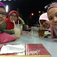 Photo taken at Cafe Stesen Tiga Puluh by Nurul F. on 8/6/2015