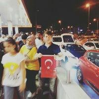 Photo taken at E-5 Atatürk Havalimanı Kavşağı by Hamdi Ç. on 7/16/2016