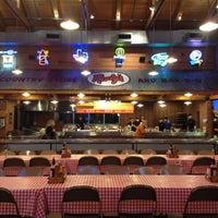 Foto tirada no(a) Rudy's Country Store & Bar-B-Q por Courtenay B. em 11/7/2012
