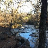 Das Foto wurde bei Atlanta BeltLine Trailhead @ Bobby Jones Golf Course von Courtenay B. am 12/25/2014 aufgenommen