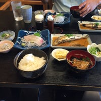 Photo taken at 地魚料理 勇しげ by 私は犬に育てられました で. on 10/21/2015