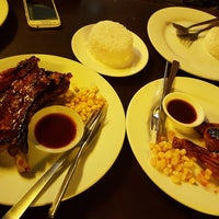 Photo taken at Lyndon's Worst Ribs & Awful Chicken by Camille G. on 7/4/2017