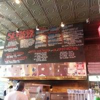 4/20/2013 tarihinde Rachel T.ziyaretçi tarafından Serious Pizza'de çekilen fotoğraf
