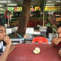 Photo taken at Fruit Centre Pelita Commercial by Nik A Rahman N. on 8/31/2015