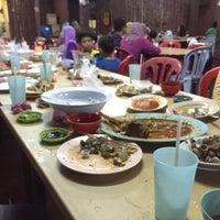 Photo taken at Seaview Seafood Restaurant by Nik A Rahman N. on 9/17/2016