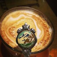 Foto tomada en Crave Cafe por George P. el 7/3/2013