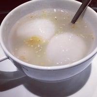 Photo taken at Chè Thanh Tâm 稱心甜品店 by William Lye Wei Wern on 7/12/2016