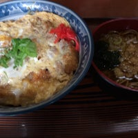 Photo taken at そば・和食と酒処 江戸家 by せいじ on 11/15/2014