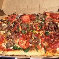 Foto tirada no(a) DC Pizza por Nicole em 5/14/2015