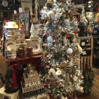 Photo taken at Cracker Barrel Old Country Store by Joe H. on 9/16/2016