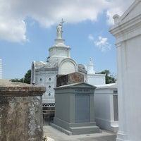 Снимок сделан в St. Louis Cemetery No. 1 пользователем Rosaura O. 6/21/2013