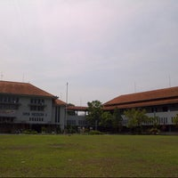 Photo taken at SMA Negeri 1 Semarang by Raden Renno M. on 10/21/2012