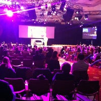 รูปภาพถ่ายที่ Hilton Istanbul Convention & Exhibition Center โดย Özgür A. เมื่อ 2/22/2013