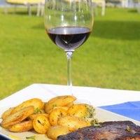 Foto diambil di Faros Restaurant oleh Κανελίτσα Γ. pada 7/30/2015