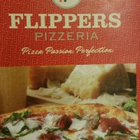 Photo taken at Flippers Pizzeria by DJM'46 E. on 10/30/2015