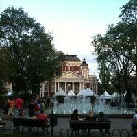 Снимок сделан в Градинката пред Народен театър пользователем Zhenya N. 4/28/2013