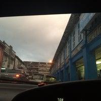 Photo taken at Pasar Awam Batu Pahat by Azizul S. on 7/31/2016