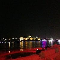 7/20/2013 tarihinde Gökçe B.ziyaretçi tarafından Cafe del Mar'de çekilen fotoğraf